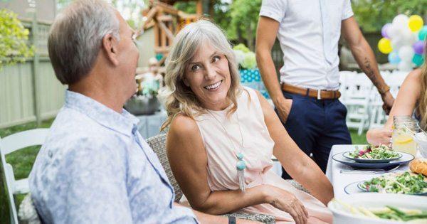 blog de imágenes de la pareja de ancianos en un restaurante