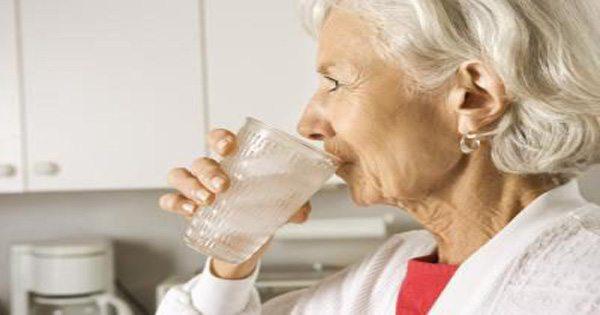 blog de imágenes de personas de edad avanzada vidrio dama del agua potable