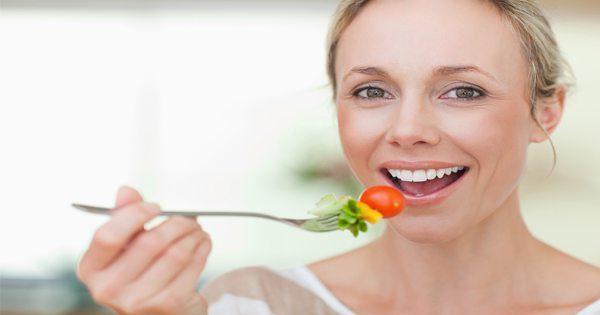 blog de imágenes de la dama de comer tomate y otras verduras