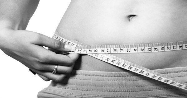 blog de imágenes de la mujer que mide su vientre