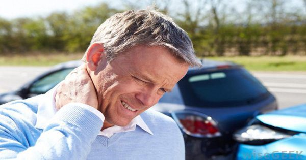blog picture of man in auto accident rubbing the back of his neck