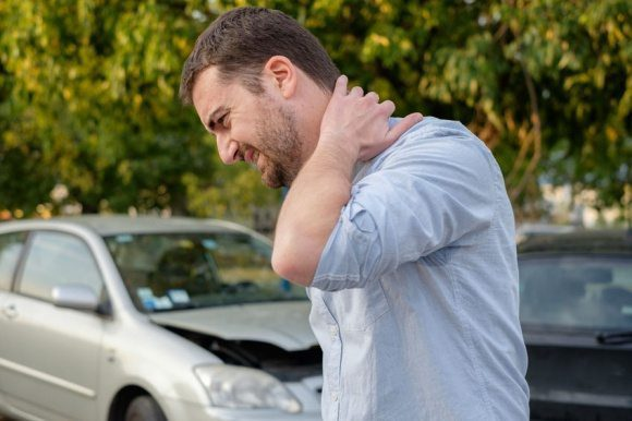 blog picture of man in car accident with whiplash symptoms