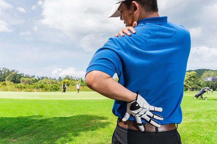 golfista espalda y dolor de hombro